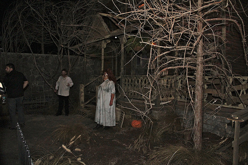 6 great halloween haunted house ideas blog for Good themes for a haunted house