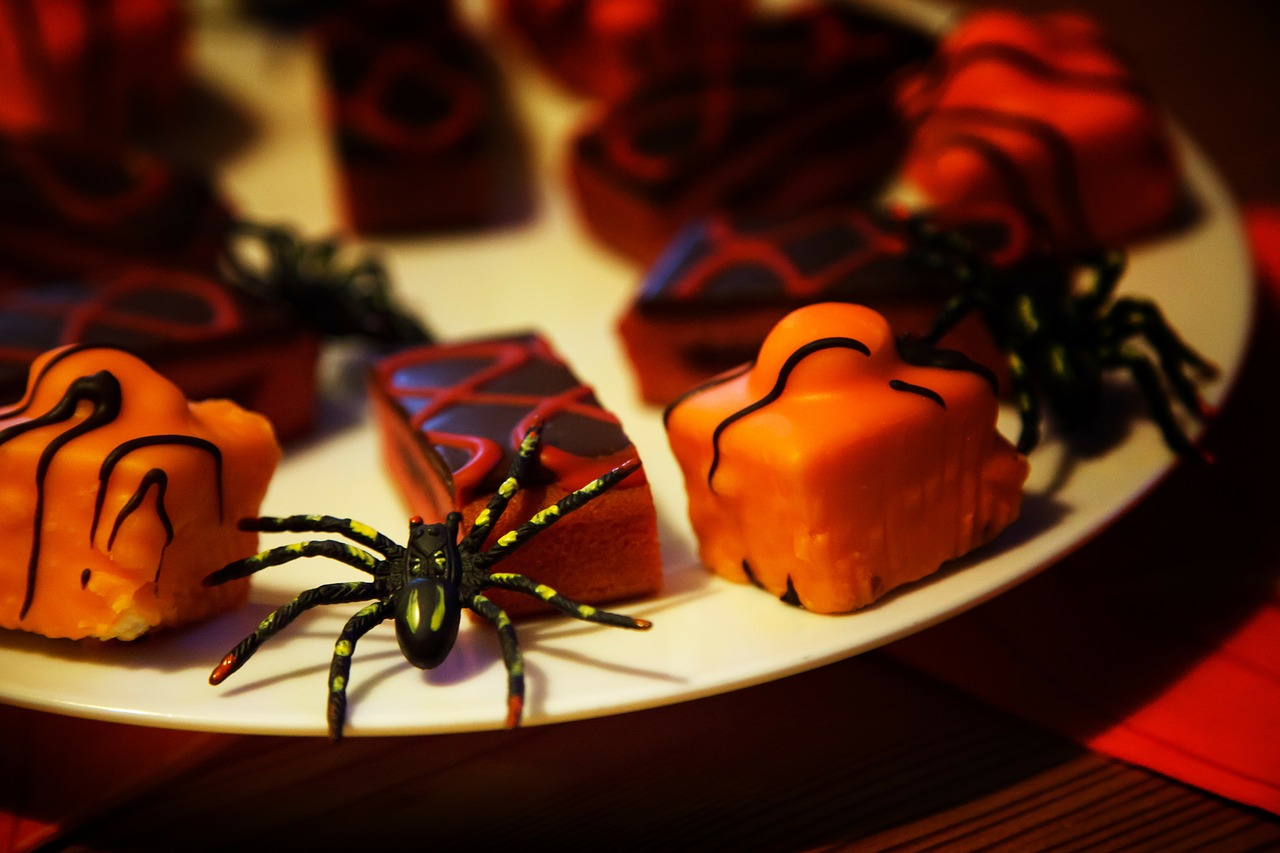 How to Throw a Terrifyingly Awesome Halloween Party - BuyDig.com Blog