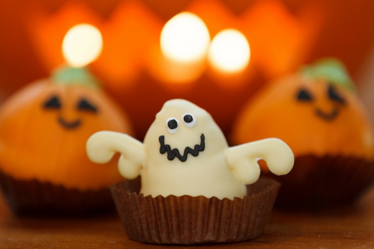 How to Throw a Terrifyingly Awesome Halloween Party - BuyDig Blog